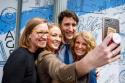 Karina Gould, Ministra de Instituciones Democráticas (A la derecha) es la integrante más joven del gabinete del Primer Ministro, Justin Trudeau. Foto: Facebook de Karina Gould