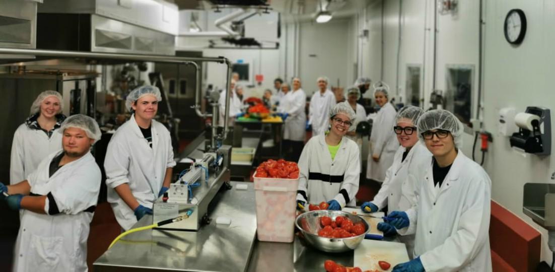 Canadá ofrece residencia permanente a trabajadores de la industria  agroalimentaria - The Bridge Canada