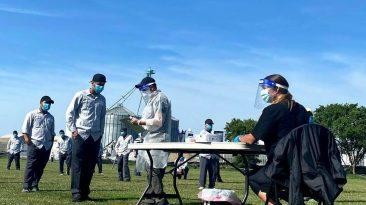vacunación trabajadores agrícolas Canadá