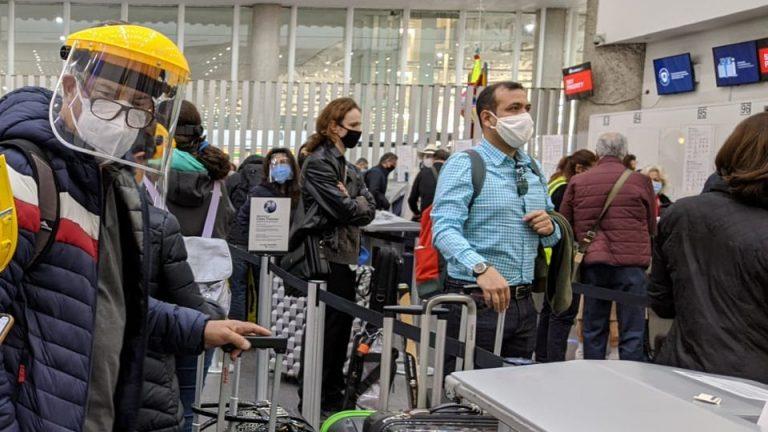 Canadá multa a viajeros que llegaron de México por falsificar pruebas de COVID