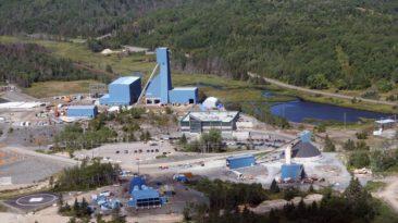 39 mineros atrapados en Canadá